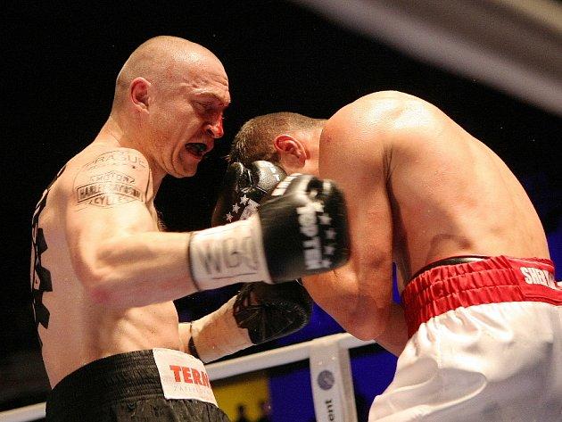 Boxer Lukáš Konečný (vlevo).