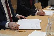 Oslavy stého výročí Mendelovy univerzity zahájila včera Agronomická fakulta unikátní výstavou historických dokumentů a předmětů. Součásti zahájení bylo podepsání smluv s partnery oslav.