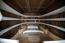 Nový koncertní sál pro Filharmonii ve zmenšené verzi dorazil do Brna na výstaviště. Do dřevěné bedny se vešel sál v měřítku 1:10. Na výstavišti na něm bude tým akustika Yasuhisy Toyoty provádět  měření a ověřovat své výpočty.