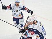 Finále play off hokejové extraligy - 2. zápas: HC Oceláři Třinec vs. HC Kometa Brno (v bílém).