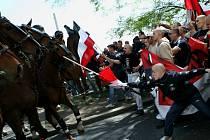 Střet mezi policií a členy pochodu