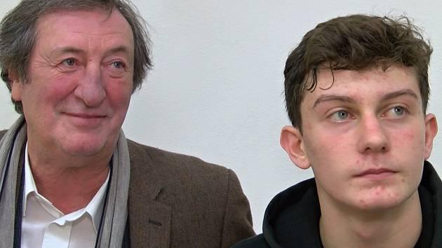 Herec Bolek Polívka a jeho syn, talentovaný basketbalista Jan Polívka.