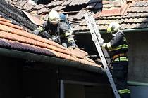 V brněnské Štefánikově ulici hořela střecha.