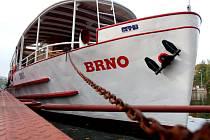 Loď na brněnské přehradě.