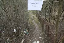 Pěšinu nedaleko potoka Vrbovec využívala léta řada lidí, aby se dostala ke stejnojmennému potoku.