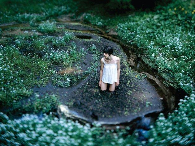 Ondřej Žižka vypráví příběh s názvem Monika a skrze cyklus fotografií rozkrývá nitro této mladé ženy.