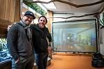 Autoři projektu virtuálního propojení opic a dětí, Pavel Cupák a Petr Vídeňský.