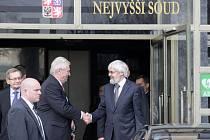 Na krátkou návštěvu se do justičního centra České republiky vydal ve čtvrtek prezident Miloš Zeman. Věnovat se chce v Brně především problémům v soudnictví.