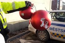 Poškozené vánoční ozdoby