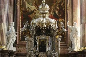 Komorní atmosféru brněnských chrámů v nočních hodinách si tento pátek lidé užijí už poosmé. Letošní ročník Noci kostelů jim opět zpřístupní další modlitebny deseti křesťanských církví. Premiérově také baziliku Nanebevzetí Panny Marie na Mendlově náměstí.