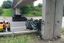 Řidička narazila v úterý odpoledne do mostu v brněnské Hradecké ulici.