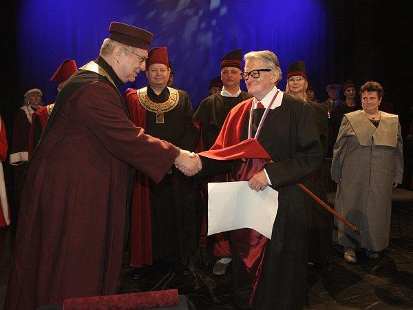 Čestný titul Doctor Honoris Causa Vojtěchu Jasnému udělila Umělecká rada Janáčkova akademie múzických umění vBrně.