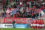 Fotbalový zápas mezi brněnskou Zbrojovkou a pražskou Spartou.