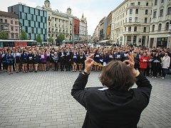 Největší gymnaziální sbor na světě zakončil společným koncertem na brněnském náměstí Svobody letošní přehlídku Gymnasia Cantant.