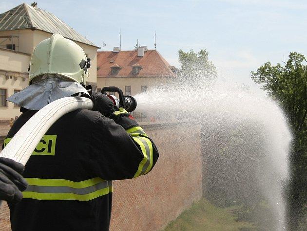 Hasiči zasahovali u fiktivního požáru na brněnském hradu Špilberk.