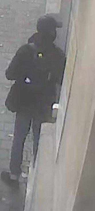 Zloděj kradl v brněnské nemocnici a zřejmě i v prodejně v centru.