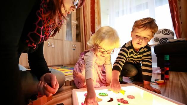 Středisko rané péče vBrně pomáhá rodinám, které doma vychovávají děti spostižením zraku ve věku od narození do 7 let.