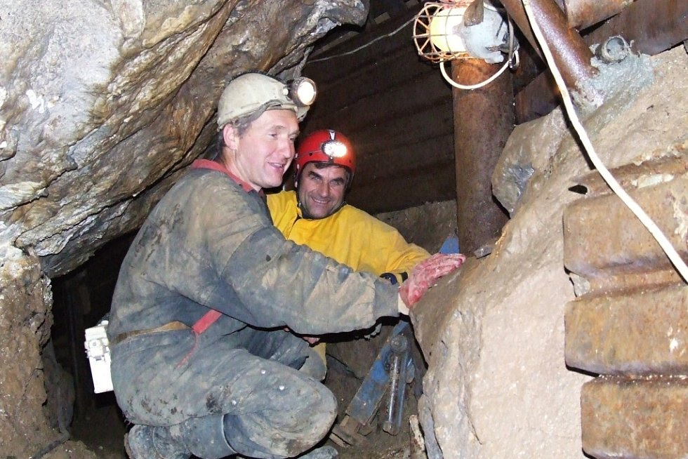 V šedesátých letech minulého století zabavila Výpustek armáda a zřídila v něm protiatomový kryt. Vojáci přestali podzemí používat v lednu 2002. Správa jeskyní pak Výpustek zpřístupnila, konají se v něm i různé kulturní akce.