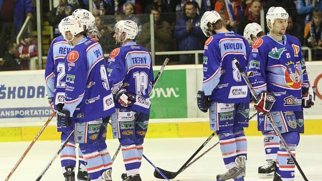 Hokejisté slavili s fanoušky postup do finále, kde narazí na Ústí nad Labem.
