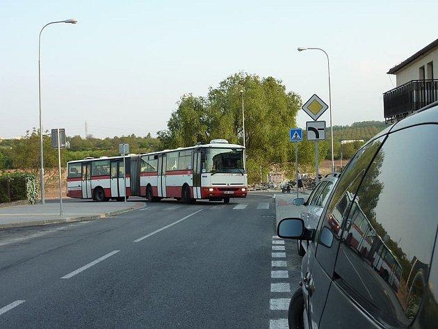 Křižovatka ulic Vyhlídalova a Čeňka Růžičky v Bohunicích.