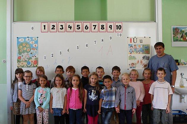 Žáci 1.Aze ZŠ na náměstí Míru 3vBrně střídním učitelem Lubomírem Perkou.