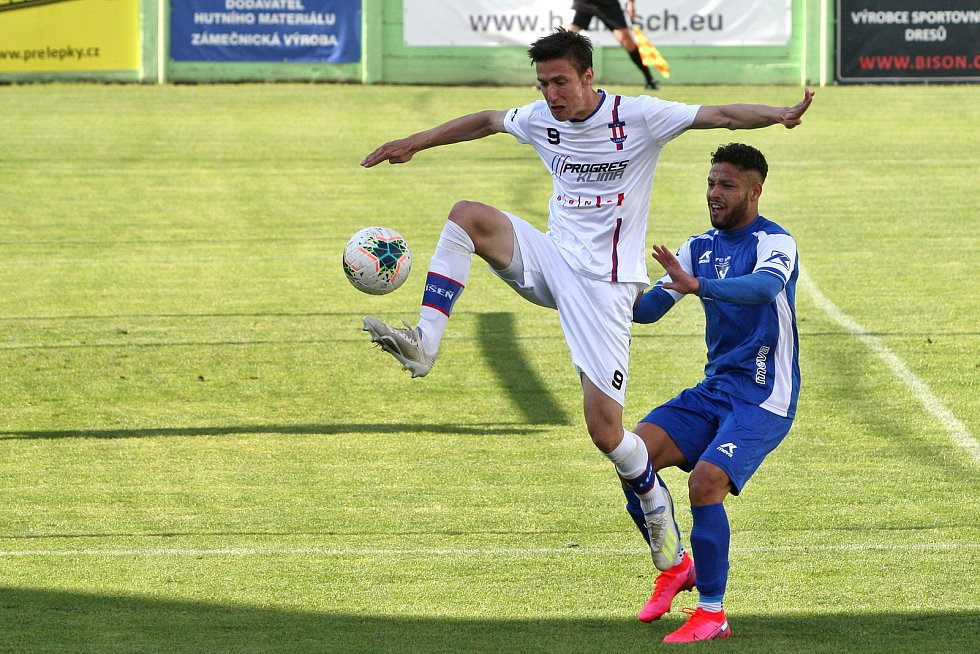Tomáš Machálek oblékal rovněž dres Líšně.
