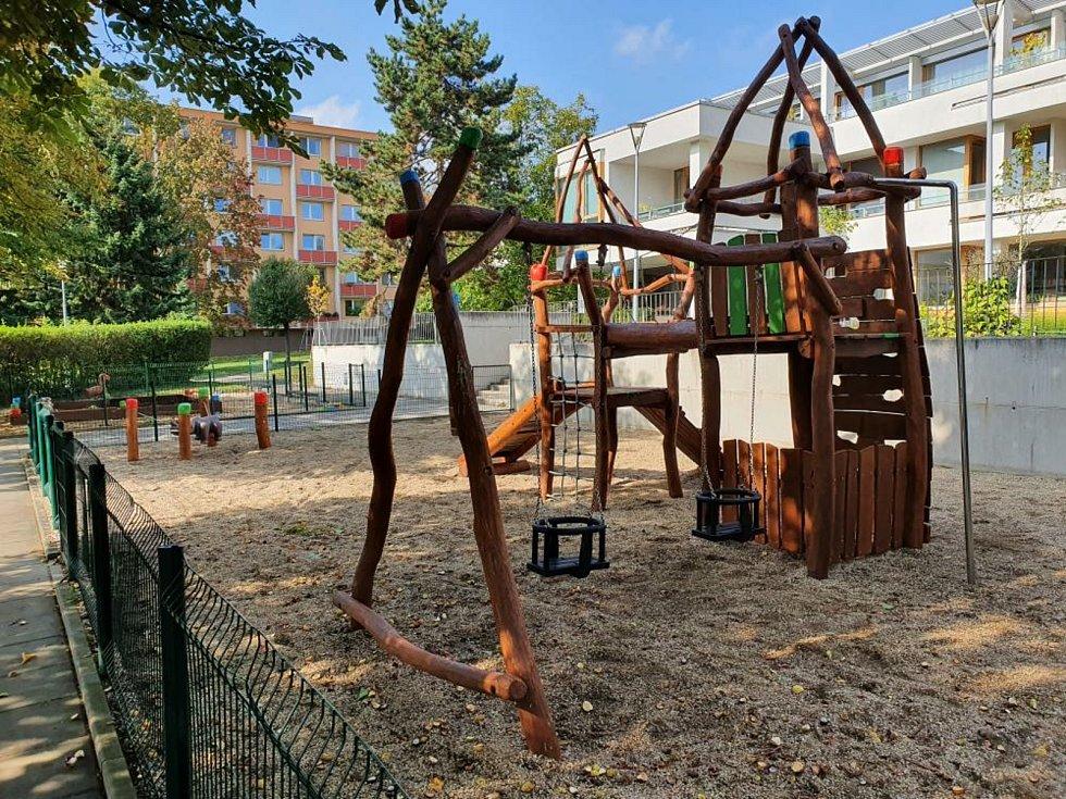 Dětské hřiště ve Vavřinecké ulici v brněnském Komíně je pro veřejnost otevřené.