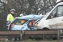 Havárie dvou automobilů na silnici 385 u Moravských Knínic na Kuřimsku skončila smrtí jednoho muže.