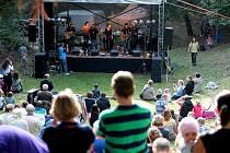 Stovky lidí nejen z městské části Brno-sever zamířili do rokle v tamním sídlišti Lesná. V přírodním amfiteátru jim celé odpoledne hrála hudba a na nedaleké louce si děti mohly zasoutěžit v různých disciplínách.