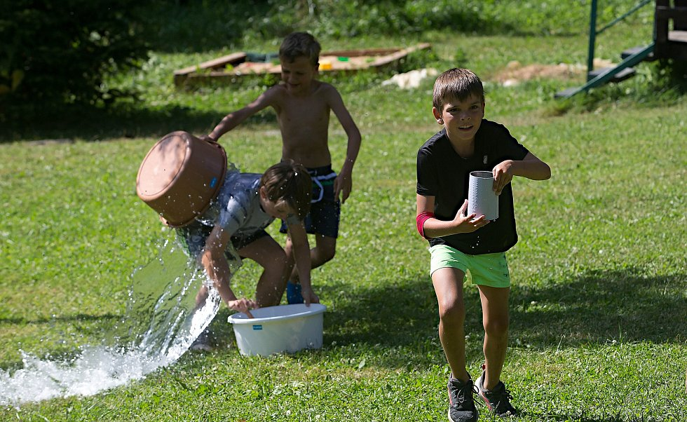Letní dětský tábor, ilustrační foto