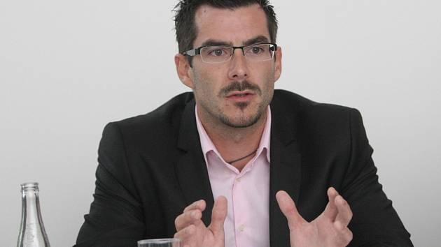 Lídr  jihomoravského hnutí Úsvit Petr Adam odpovídal online