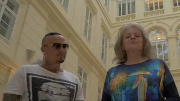 Rapper El Nino ve spolupráci s Evou Pilarovou ve videoklipu k nové písni Brno. Rapper z Mikulova chtěl městu vyjádřit úctu.