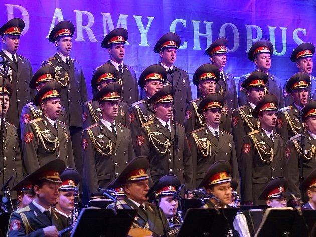 Nadšený potlesk tisíců lidí v Brně si legendární mužský pěvecký sbor Alexandrovci vysloužil loni v DRFG Areně.