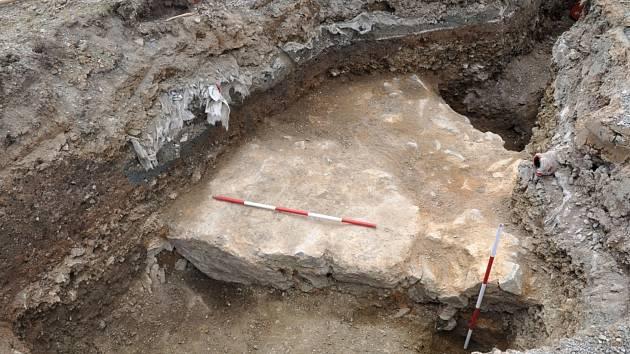 Neznámý kus kamenné zdi objevili archeologové na západní kurtině hradu a pevnosti Špilberk.