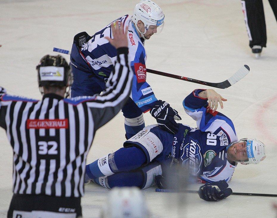 Hokejisté brněnské Komety v 47. extraligovém kole doma přetlačili Pardubice 2:1. Na snímku Dočekal.