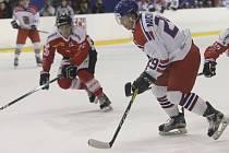 Hokejoví reprezentanti do dvaceti let zatím plní, co si předsevzali. V Hokejové hale dětí a mládeže za Lužánkami v Brně, kde absolvují přípravný kemp, čeští mladíci jasně přehráli v přípravném utkání Švýcarsko 4:1.
