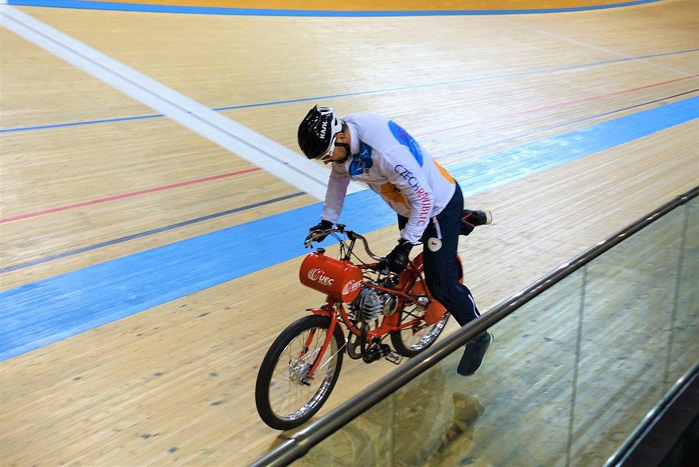Dráhoví cyklisté brněnské Dukly (trenér Petr Klimeš) strávili další dva týdny na soustředění v Bulharsku.