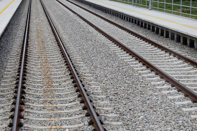 Na železniční trať z Brna do Střelic se od úterý vrací vlaky.