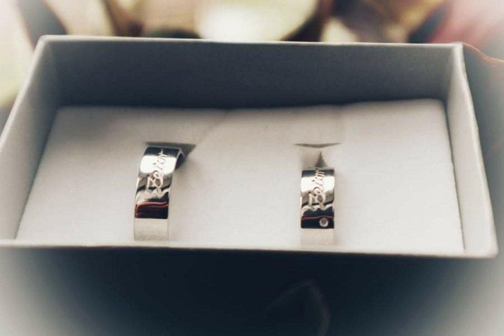 Fanoušci si nechali vyrobit i prsteny s názvem Zetor.