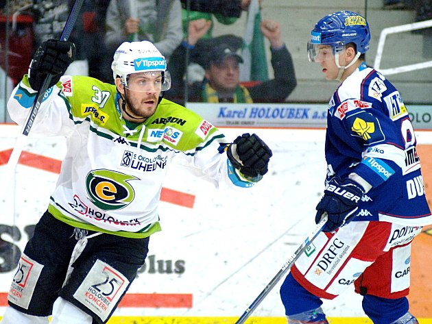 Kometa Brno padla na ledě Karlových Varů 3:5 a klesá tabulkou.
