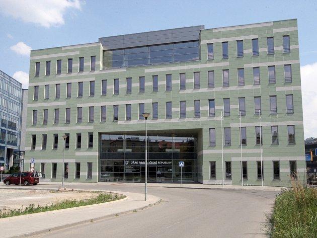 Úřad práce se do konce měsíce přestěhuje z Křenové ulice a dalších koutů Brna do nového sídla v Polní ulici. Na fotografii je nový úřad práce.