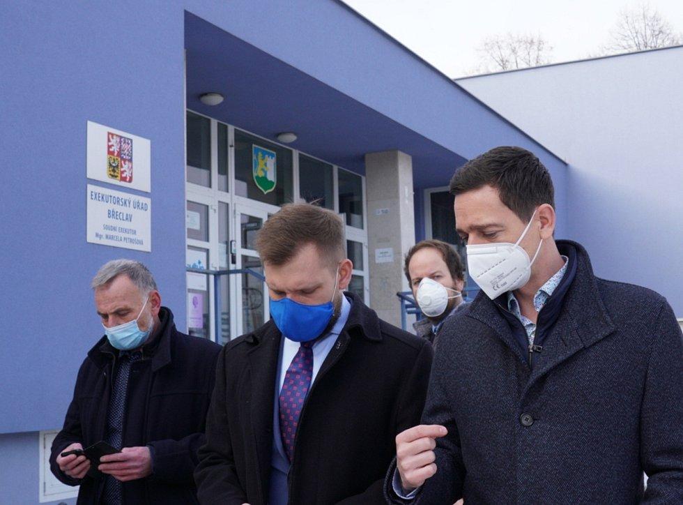 V Břeclavi je jako očkovací centrum vytipováno pravé křídlo Domu školství ve středu města. Hejtman Jan Grolich na prohlídce 15.1.2021