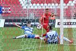 Domácí FC Zbrojovka Brno v červeném proti FK Ústí nad Labem