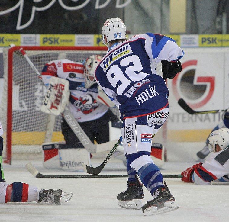 Hokejisté brněnské Komety v 47. extraligovém kole doma přetlačili Pardubice 2:1. Na snímku Holík.