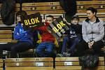 Brněnští volejbalisté (v černém) v posledním extraligovém utkání základní části porazili Benátky nad Jizerou 3:0 na sety a ve čtvrtfinále se střetnou s Karlovarskem.