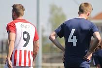 Brněnský kapitán Tomáš Pospiš (vlevo) dal Plzni čtyři góly.