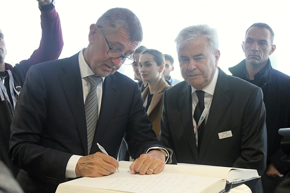 Ve středu začal na brněnském výstavišti mezinárodní veletrh obranné a bezpečnostní techniky Idet. Navštívil ho i předseda vlády Andrej Babiš a ministr obrany Lubomír Metnar.