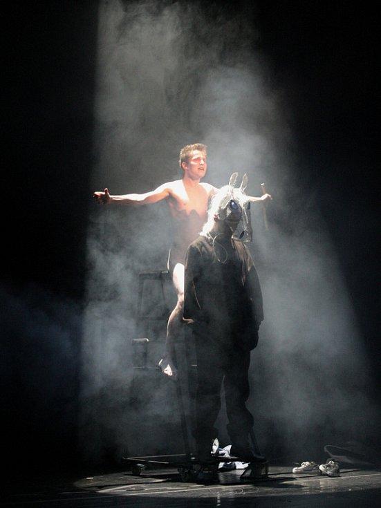 Equus je psychologickým dramatem milovníka koní.