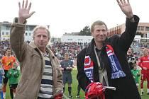 Bývalý fotbalový obránce Karel Dvořák (vpravo) s Jindřichem Svobodou.