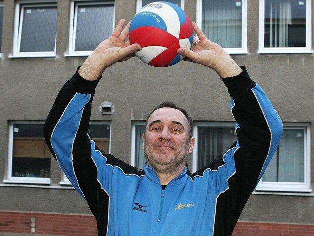 Trenér Volejbalu Brno Zdeno Hauer.
